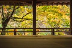 Templo de Komyozenji en la estación del otoño imagen de archivo libre de regalías