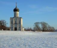 Templo de la cubierta en Nerli en invierno Imagen de archivo