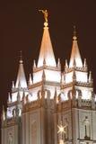 Templo de la iglesia de las luces de la Navidad Fotos de archivo libres de regalías