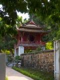 Templo de la literatura en Hanoi imagenes de archivo