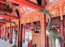 Templo de la literatura, la furgoneta Mieu, en el centro de Hanoai imagen de archivo