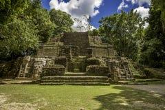 Templo de la máscara, ruinas de Lamanai Foto de archivo