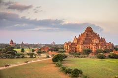 Templo de la pirámide en Bagan Burma foto de archivo