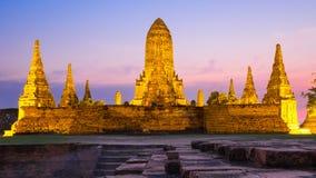 Templo de la puesta del sol de Wat Chai Watthanaram Fotos de archivo libres de regalías