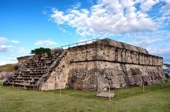 Templo de la serpiente emplumada en Xochicalco méxico imagen de archivo