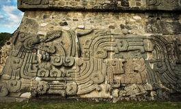Templo de la serpiente emplumada en Xochicalco, México fotos de archivo