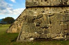 Templo de la serpiente emplumada en Xochicalco méxico imagen de archivo libre de regalías