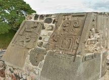 Templo de la serpiente emplumada en Xochicalco méxico fotos de archivo libres de regalías