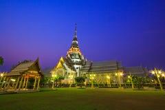 Templo de la Tan-espina de Wat en la puesta del sol Foto de archivo