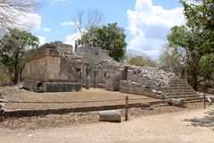 Templo de las Tableros, Chichen Itza. Templo de las Tableros, is a Maya ruined structure at the Chichen Itza archaeological site in the Mexican state of Yucatan Royalty Free Stock Photos