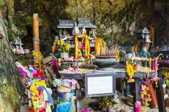 Templo de Lingam con símbolos fálicos de madera Fotografía de archivo