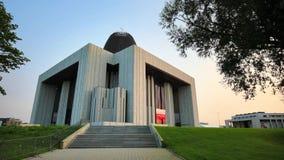 Templo de los hipopótamos de la natación de la divina providencia en Wilanow, Varsovia, Polonia almacen de metraje de vídeo
