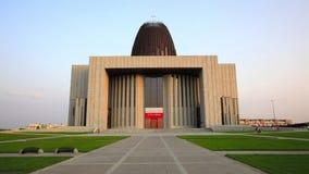 Templo de los hipopótamos de la natación de la divina providencia en Wilanow, Varsovia, Polonia almacen de video