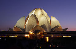 Templo de Lotus na noite em Deli, india Foto de Stock Royalty Free