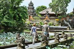 Templo de Lotus Pond And Pura Saraswati Fotografía de archivo libre de regalías