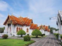 Templo de mármore sob o céu nebuloso Foto de Stock Royalty Free