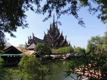 Templo de madeira de construção da verdade na Tailândia Imagens de Stock Royalty Free