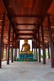 Templo de madera de la estatua de Buda Imagenes de archivo