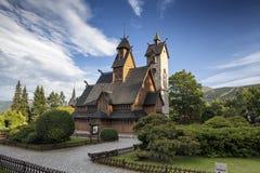 Templo de madera histórico Wang en Karpacz, Polonia imágenes de archivo libres de regalías
