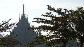 Templo de madera de la verdad en Pattaya, Tailandia Opinión sobre el templo alto y original de la orilla metrajes