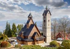 Templo de madera viejo Wang en Karpacz, Polonia fotos de archivo