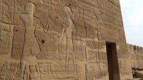 Templo de Medinet Habu Egipto, Luxor El templo mortuorio de Ramesses III en Medinet Habu es un nuevo struc importante del período almacen de metraje de vídeo