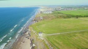 Templo de Mussenden e Demesne em declive Coleraine Derry Northern Ireland video estoque