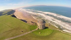 Templo de Mussenden e Demesne em declive Coleraine Derry Northern Ireland vídeos de arquivo