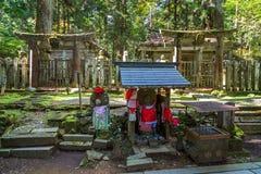Templo de Okunoin con área del cementerio en Koyasan (Mt Koya) en Wakayama fotografía de archivo libre de regalías