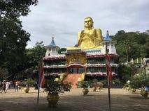 Templo de oro de Buda en Sri Lanka, Dambulla imágenes de archivo libres de regalías