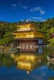 Templo de oro de Kinkakuji del pabellón en Kyoto Japón Fotografía de archivo