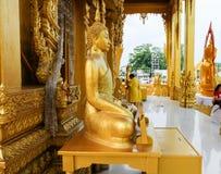 Templo de oro de la pintura, Wat Pak Nam Jolo, explosión Khla, Chachoengsao Tailandia Imagen de archivo