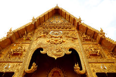 Templo de oro del estilo septentrional tailandés, Wat Si Pan Ton Imagen de archivo libre de regalías