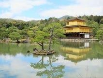 Templo de oro del pabellón Imagen de archivo libre de regalías