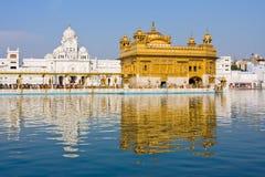 Templo de oro en Amritsar, Punjab, la India. Fotografía de archivo