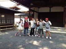 Templo de oro en Kyoto, niños Fotografía de archivo libre de regalías