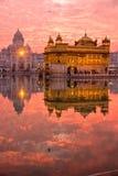 Templo de oro en la puesta del sol, Amritsar, Fotos de archivo libres de regalías