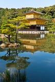 Templo de oro japonés. fotos de archivo