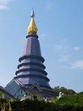Templo de Phra Mahathat Napapolphumisiri en la montaña de Doi Intanon, C Fotos de archivo libres de regalías
