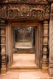 Templo de piedra de Banteay Srei de la puerta Foto de archivo