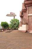 Templo de piedra en un lugar público Foto de archivo