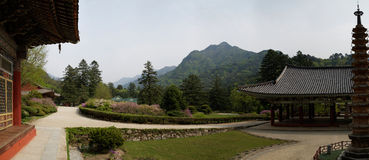 Templo de Pohyonsa, DPRK (Coreia do Norte) fotos de stock
