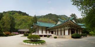 Templo de Pohyonsa, DPRK (Coreia do Norte) fotografia de stock
