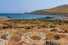 Templo de Poseidon no cabo Tenaro em Mani Greece, o ponto do extremo sul do continente Grécia fotografia de stock