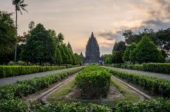 Templo de Prambanan en la puesta del sol Fotos de archivo