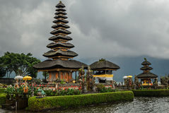 Templo de Pura Ulun Danu Bratan Hindu em Bali Fotografia de Stock Royalty Free