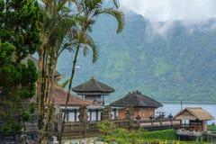 Templo de Pura Ulun Danu do Balinese no lago Bratan Bali, Indonésia imagens de stock