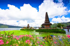 Templo de Pura Ulun Danu em um lago Beratan Bali, Indonésia Imagem de Stock Royalty Free