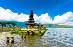 Templo de Pura Ulun Danu em um lago Beratan Bali, Indonésia Imagem de Stock