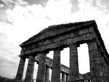 Templo de Segesta blanco y negro imágenes de archivo libres de regalías